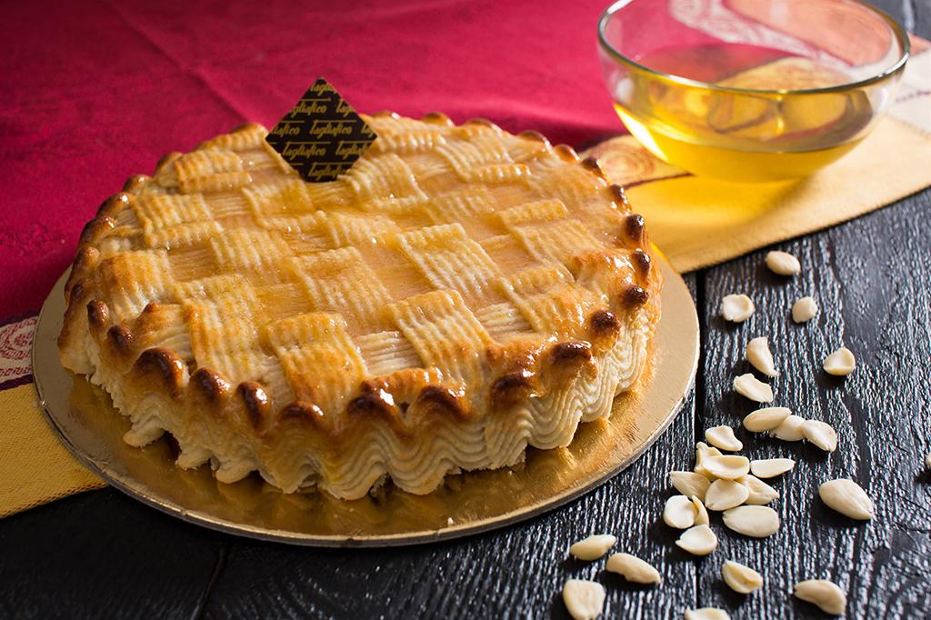 Torta delizia il raffinato dolce di pasta di mandorle for Decorazione torte con wafer